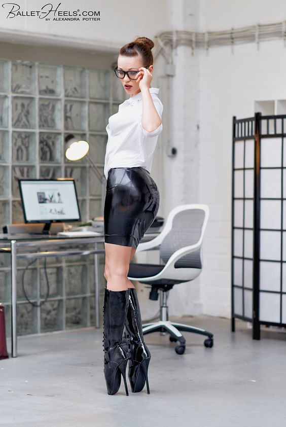 great fit be735 b5424 Sekretärin in angemessener Kleidung | Secretary in appropria ...