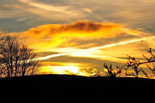 winter sunrise sun irish dawn daybreak dublin ireland december 2017 sky contrail clouds nature natural world