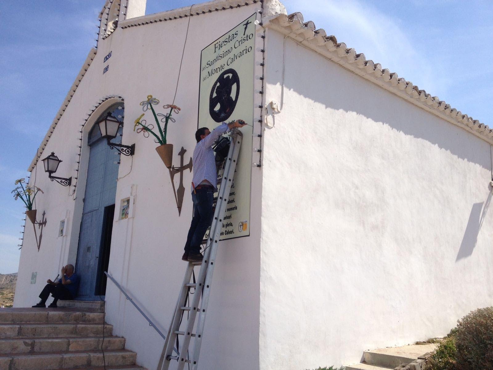 (2017-06-10) Colocación pancarta ermita y engrasado de campana (José Vicente Romero) (5)