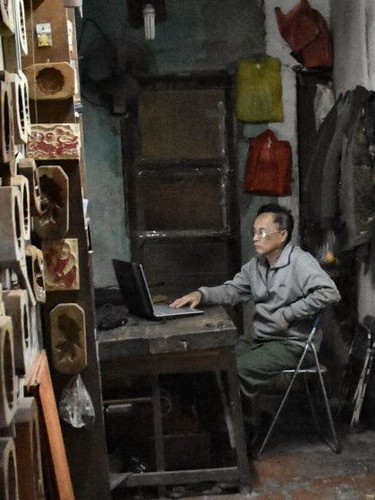Craftsman in Hanoi - a picture as by Carl Spitzweg | by paaddor