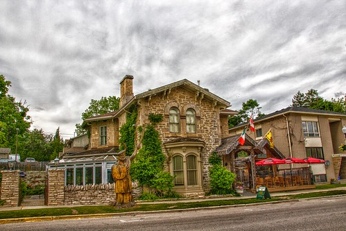 wentworthcounty elora on ontario canada heritage house historic district downtown walking tour italian scozia restaurant inn breadalbane pizza dining patio lunch dinner beer attraction site onasill wood sculpture historical wellington county township i