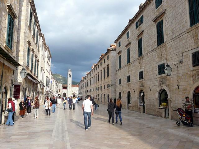 Croatie, la rue du Stradun de la vieille ville de Dubrovnik