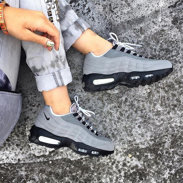 uk availability 98894 a85d0 ... Tendance Chaussures 2017  2018   Sneakers Femme - Custom Nike iD air max  95