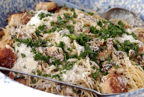 Roasted Scallops with Pasilla and Onion on Spaghetti