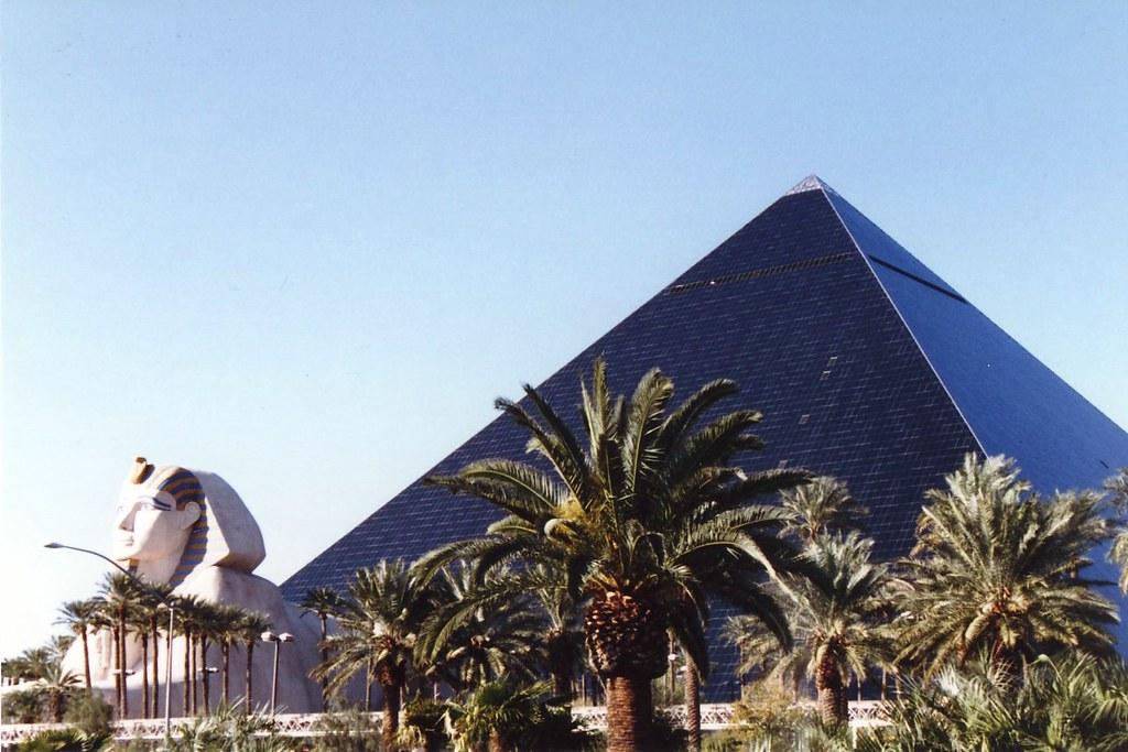 Las Vegas Luxor The Luxor Hotel Designed By Renowned Hot Flickr