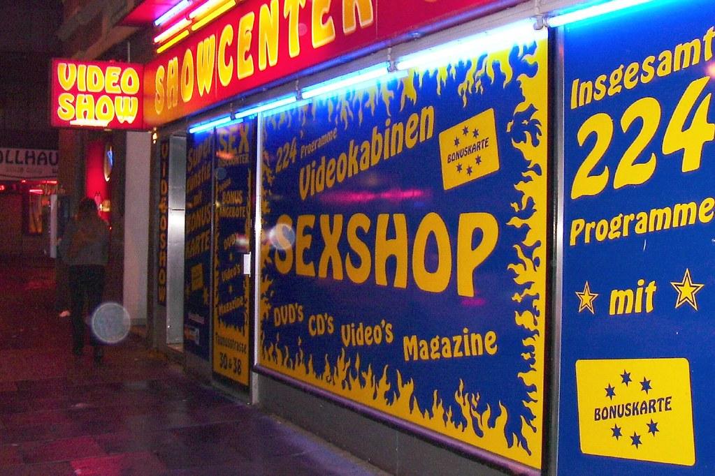 In frankfurt sexshop Beate Uhse