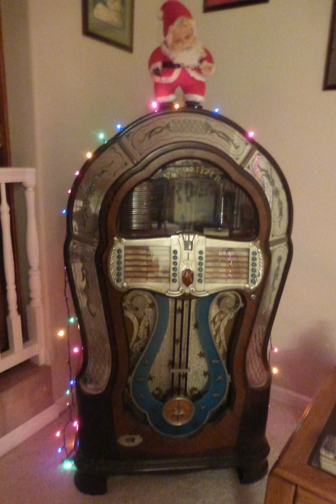 OUR 1946 WURLITZER JUKEBOX AND COCA-COLA SANTA | This model … | Flickr