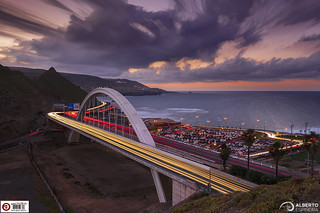Light trails on the bridge of illusion (using Livecomp in an Olympus E-M1 Mark II) | by Alesfra