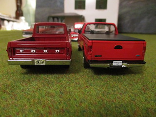 Comparison: 1968 F-100 by Neo and 2000 F-250 XLT by IXO | by IFHP97