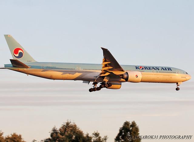 B777-300_KoreanAir_HL8217-004