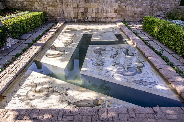 Jardines del Alcázar de los Reyes Cristianos, Fuente del Plátano de César