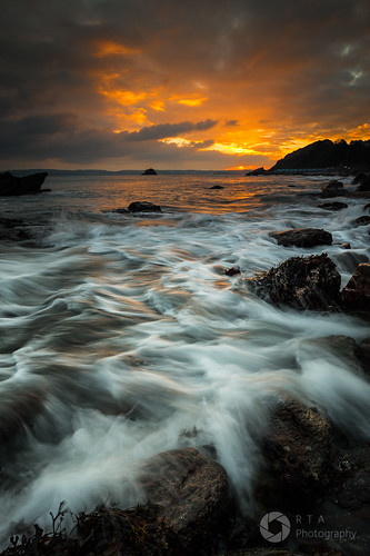 meadfootbeach torquay devon southdevon southwest rtaphotography nikond750 nikkor1835 waves rocks sea sunset nature outdoors seascape whitewater motion longexposure sky clouds orange