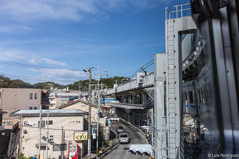 Vía elevada del monorraíl suspendido de Shonan