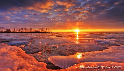 lempsunrise21718 lakeeriemetropark landscapephotography lakeerie michiganoutdoors scenics sunrise greatlakestate sun sky clouds ice snow waterwinterwonderland canonphotography canonlenses canon6d
