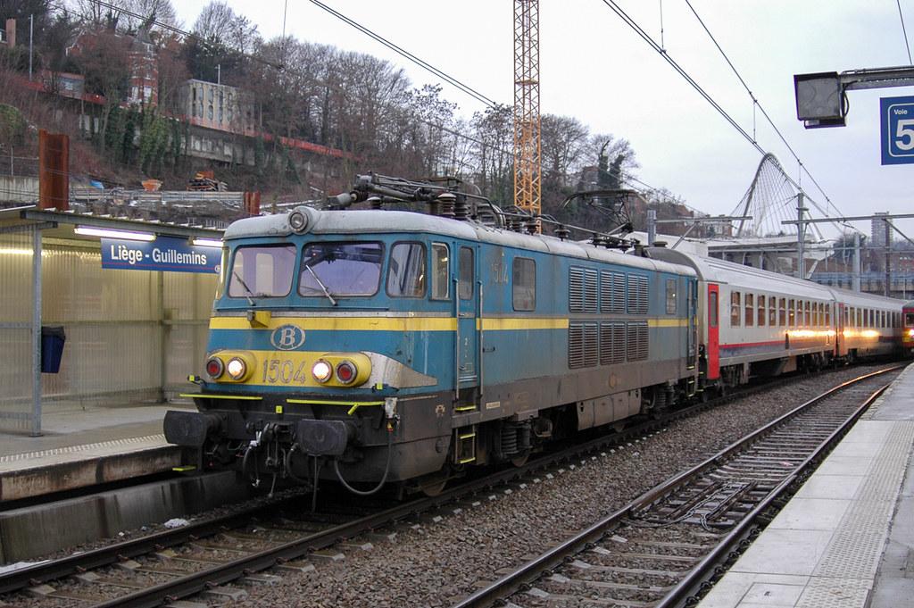 HLE 1504 sur un train P   La HLE 1504 sur un train P en atte…   Flickr