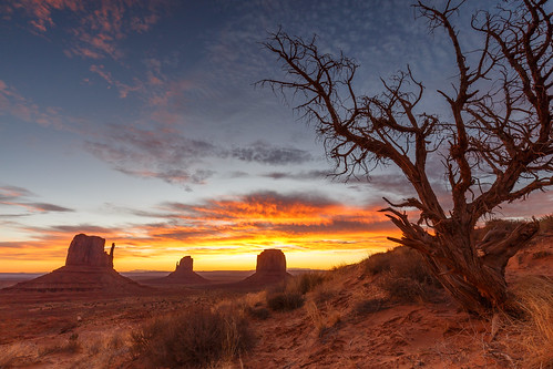 A breathtaking Sunrise in Monument Valley | by LarsGerritS