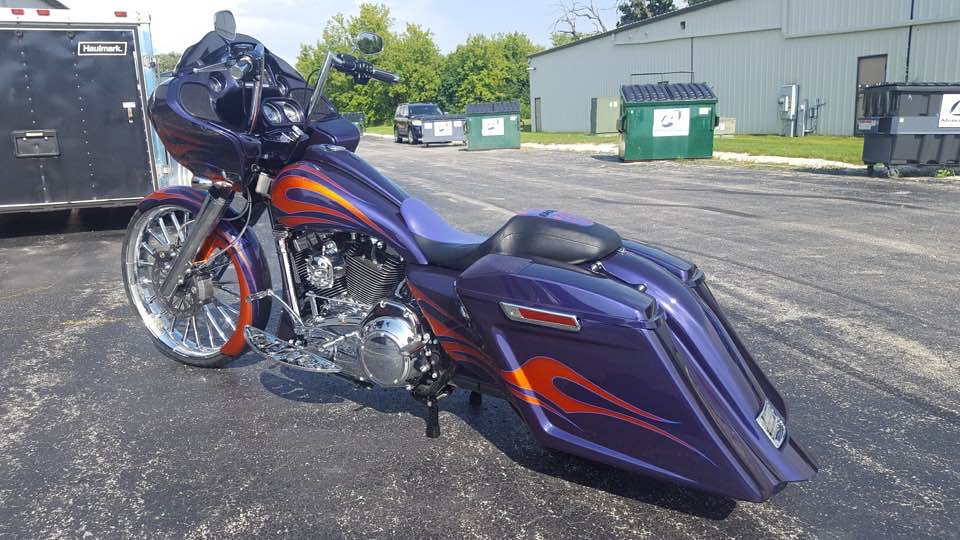 Custom paint and pinstriping on a Road glide | Chuck Wenzel