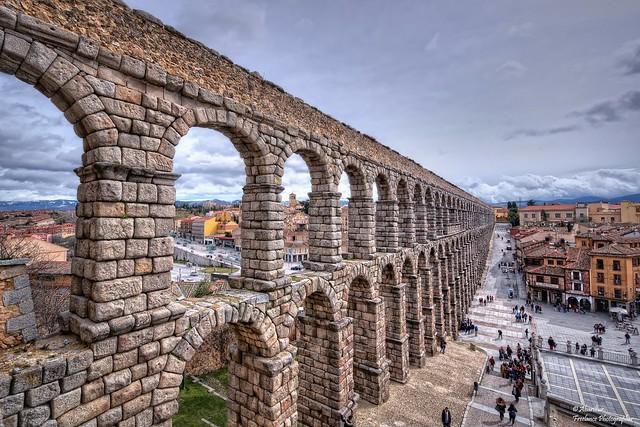 Side view of the Roman Aqueduct of Segovia (I)