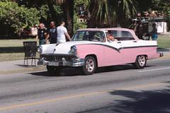Pink-and-white '56 Ford, Varadero