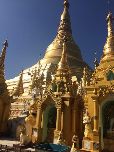 temple et  pagode Shwedagon à Rangoon | by Partir en Voyages