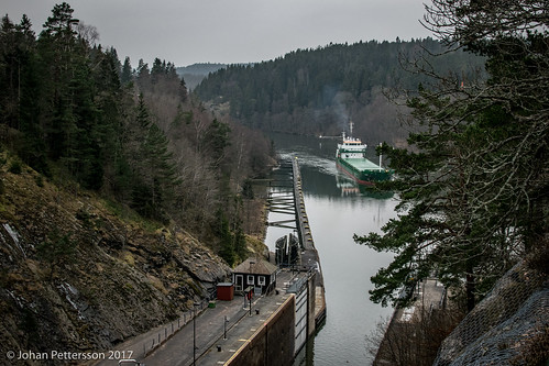 trollhättan västragötalandslän sverige se locks kanal canal trollhättekanal ship fartyg
