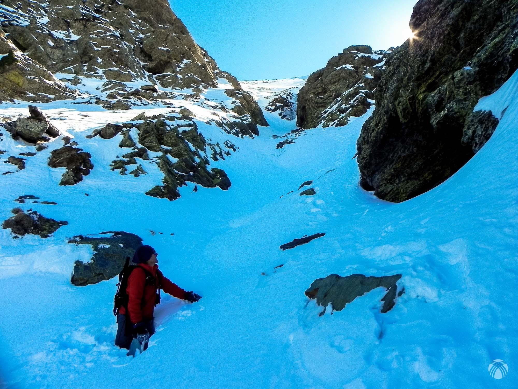 Y ya sólo nos queda esta pendiente de nieve para salir a la cumbre