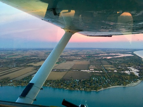 flight generalaviation flying universityofmichiganflyers cessna 152 michigan lakeerie cockpit wingview sunset clouds grosseile