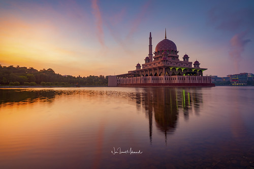 putrajaya religion mosque islamic malaysia lake sunrise reflection asia architecture travel asian dome muslim landmark worship building water sky minaret islam tourism famous city masjid lumpur holy kuala prayer structure landscape blue culture ramadan nature colorful beautiful putra morning modern iron river architectural attraction east faith cloud colors scenic urban dawn
