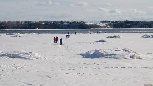 villedequébec québec canada ca fleuvesaintlaurent glace river hiver winter sony sillery marche sur la du fleuve