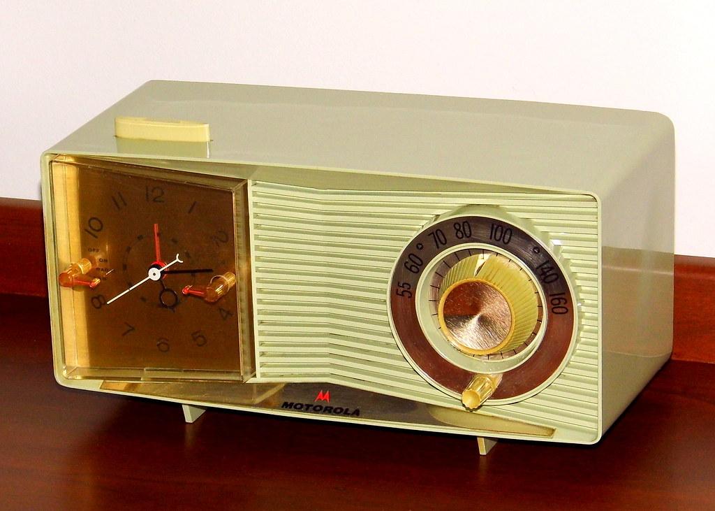 Vintage Motorola Table Clock Radio, Model C3G-1, AM Band ...