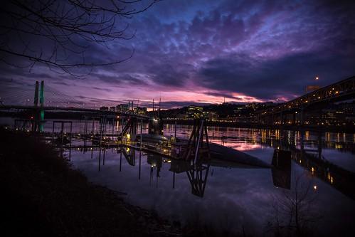 portland light sub submarine sunset color landscape oregon night dark outside water river stream bridge canon tripod long longexposure