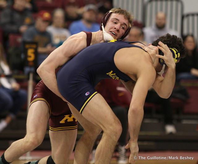 149: Malik Amine (Michigan) dec. No. 16 Steve Bleise (Minnesota) 6-4. 180121AMK0015