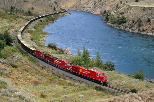 canadianpacific cp ge ac4400cw sulfurtrain unittrain thompsonriver sulfur gons curve canyon spencesbridge britishcolumbia bc thompsonrivercanyon locomotive 9834 canada