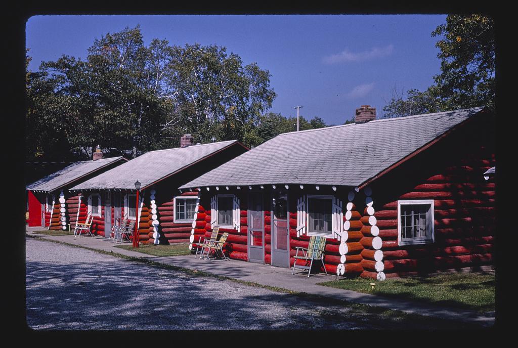 Tawas Inn cabins, diagonal view, Route 23, East Tawas, Michigan (LOC)