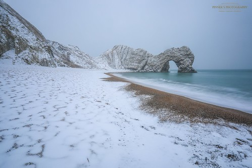 Durdle Door,Dorset in the Snow, so Rare to see and such a joy to finally see #DurdleDoor #Lulwroth #Snow #UKSnow | by matt_pinner77