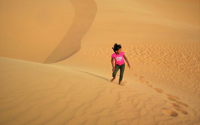 Perduts a les dunes.