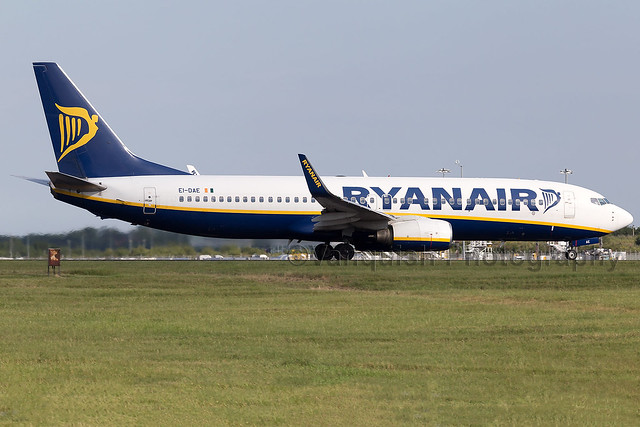 EI-DAE Ryanair B737-800 London Stansted Airport