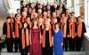 Der Chor der Banater Schwaben Karlsruhe beim Banater Chortreffen in Gersthofen. Im Vordergrund die Solistinnen Doris Slavik, Irmgard Holzinger-Fröhr, die Chorleiterin Hannelore Slavik und die Solistin  Melitta Giel.