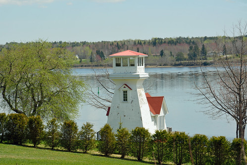ocean ca new light sea lighthouse canada beach river point bay oak lighthouses brunswick newbrunswick shore miramichi oakpoint miramichiriver