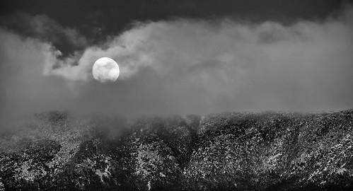 winter cloud moon mountain snow cold canon tasmania hobart mtwellington moonset 70300mml