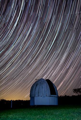 nikon d7100 long exposure star trail lines streaks observatory night stars landscape green glow grass australia nsw astronomy