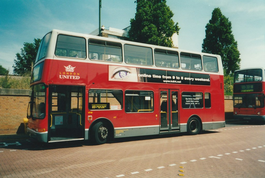 London United VP 110 at Cromwell Road bus station, Kingsto