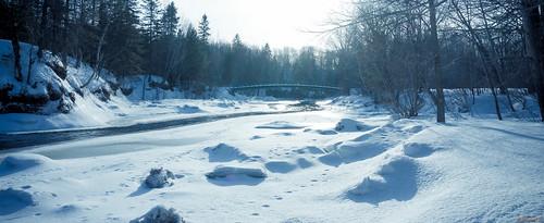villedequébec québec canada ca passerelleauparcchauveau winter hiver neige snow photographing river rivière beauté footbridge saintcharles