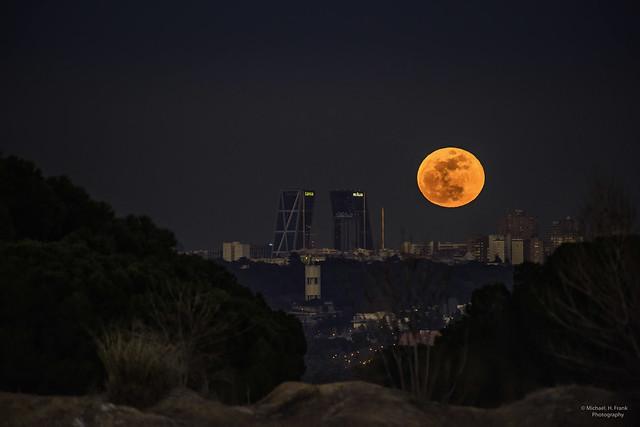 Superluna sobre Madrid