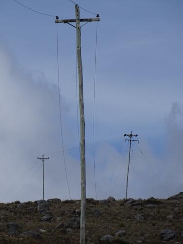 páramo clima frio postes madera cables electricidad