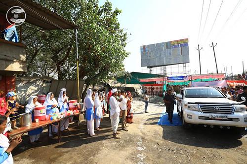 Loving farewell from the Shahpur Satsang Bhawan