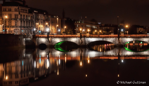 grattanbridge dublin ireland riverliffey bridge river night nightphotography lights reflection architecture city reflections buildings downtowndublin nikon d90