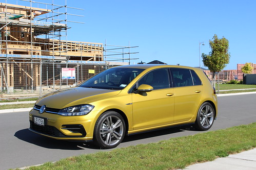 2018 Volkswagen Golf R-Line Photo