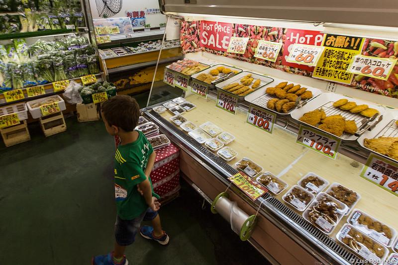 Sección de comida preparada en un supermercado local