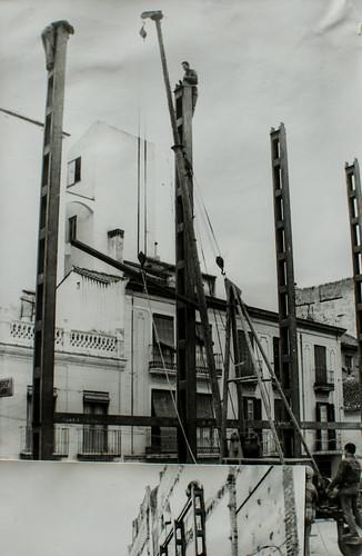21 de enero de 1963 - En pie el primer pilar.
